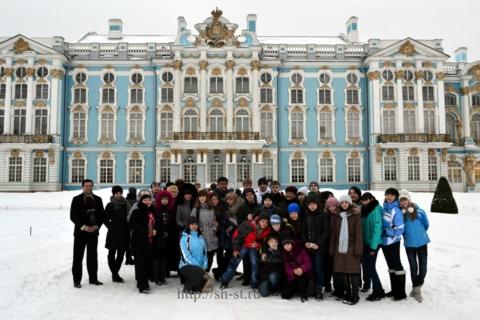 Фото на память.На плошади Екатерининского дворца февраль 2012